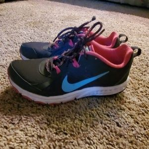 👟👟Nike size 6.5 worn twice excellent condition